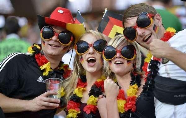 DAILY-BREAD-social-fanwork_Voetbalfasn-Duitsland_Soccer_Euro_2012_AP-Photo-Martin-Meissner-e1427051696671.jpg