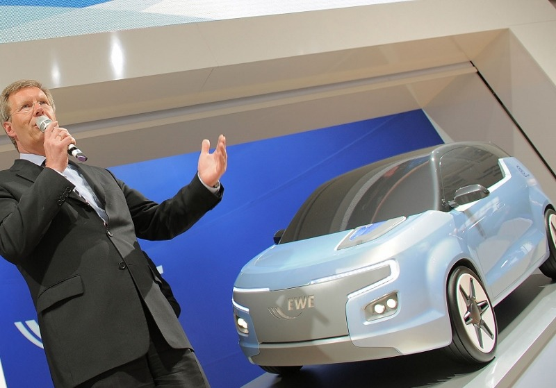 EWE-German-Utility_Electric-Car-Concept_E3_Launch_President-Wulff_originalcEWE-800x559.jpg